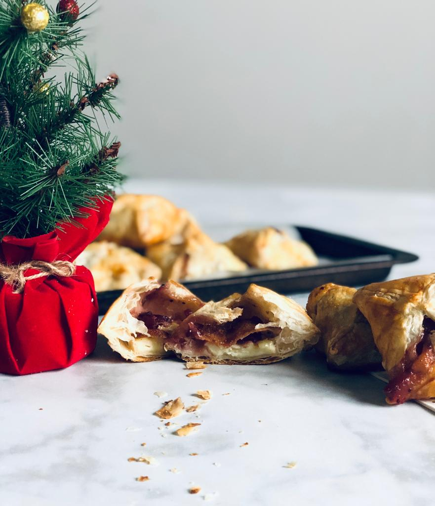 Brie and cranberry parcels with bite