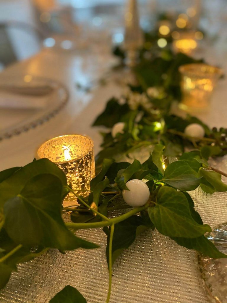 Christmas Table Decor - Simple & Stylish