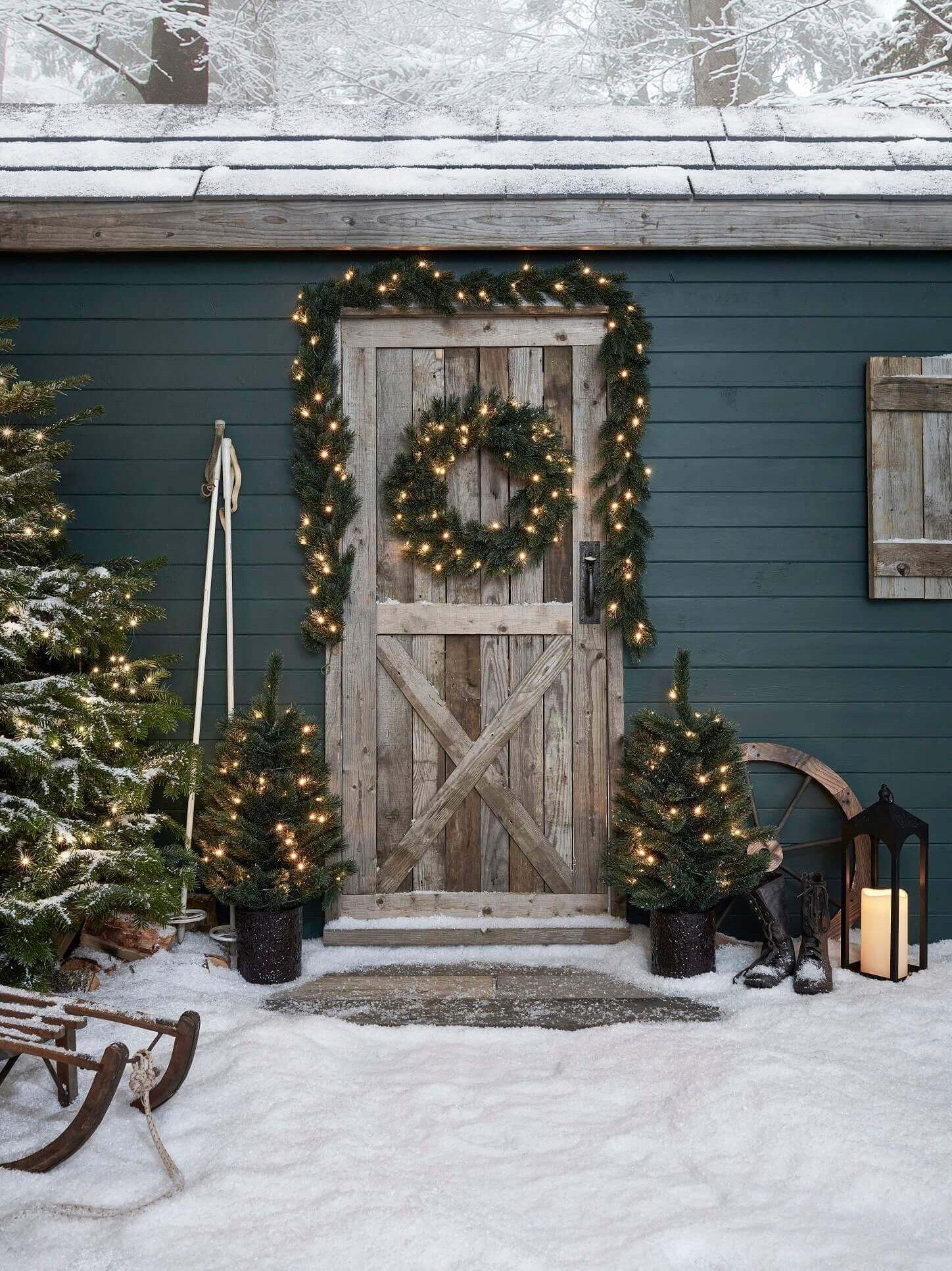 Lights4Fun Christmas Porch
