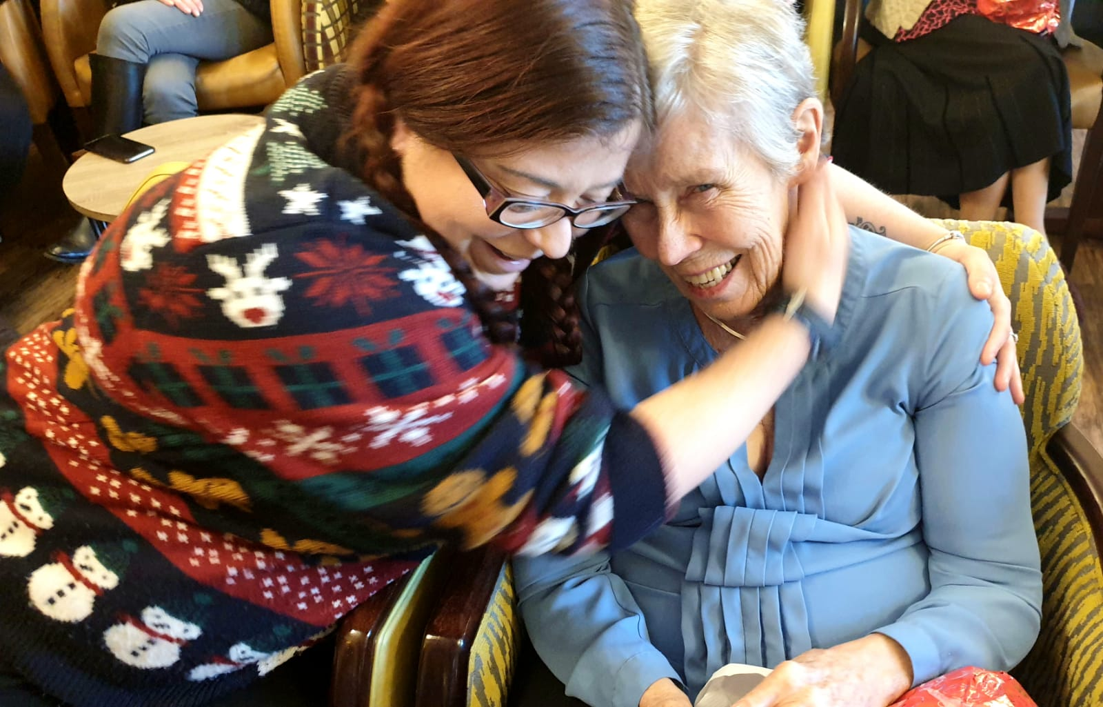 Making Friends & Delivering Gifts at Shinfield View Care Home - volunteer and resident embrace