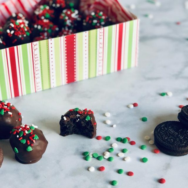 Oreo Truffles with oreo biscuits